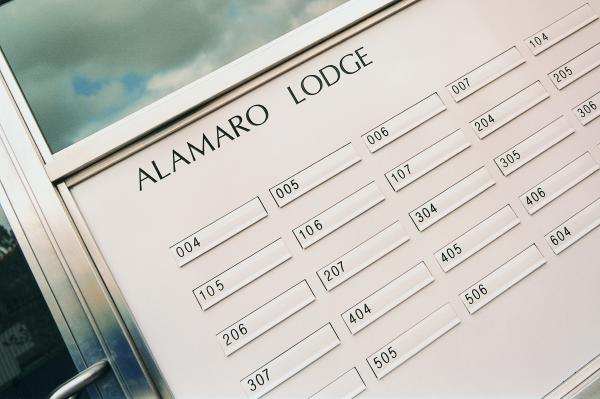 2600 | Alamaro Lodge | Side panel / glazed